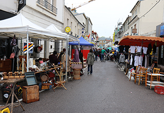 brocante rue maurice berteaux ville de conflans sainte honorine. Black Bedroom Furniture Sets. Home Design Ideas